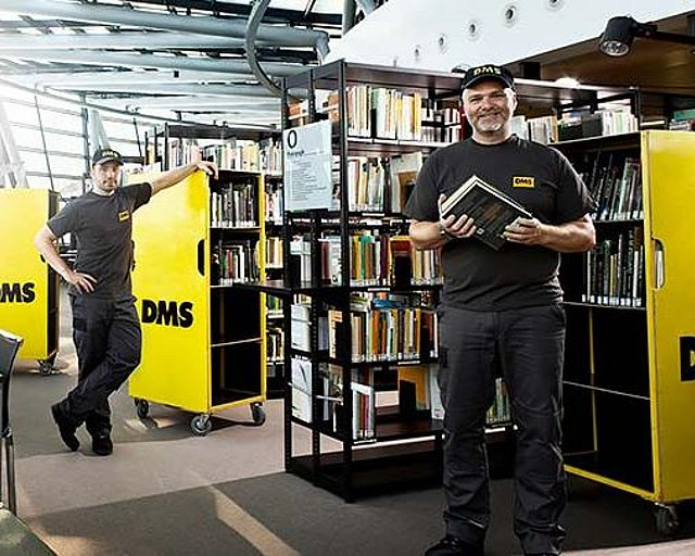 Relocation of a library with special vehicles and qualified employees Umzug_einer_Bibliothek_.jpg